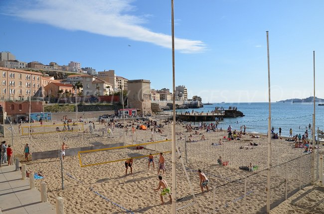 Match de Beach Volley sur la plage des Catalans