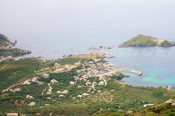 Vue aérienne de la marine de Mute et du port de Centuri