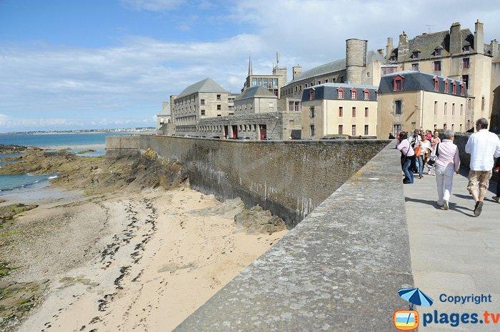 Chemin de ronde in St Malo