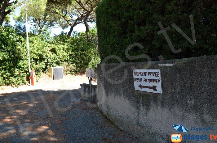 Accès confidentiel pour une plage de St Tropez