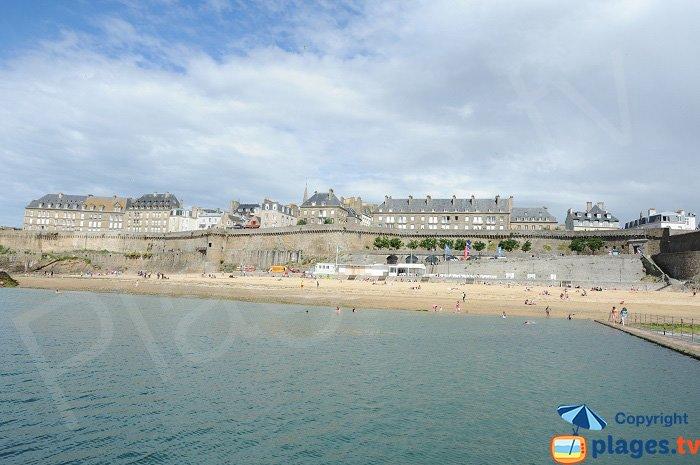 Vieille ville de Saint Malo depuis la mer