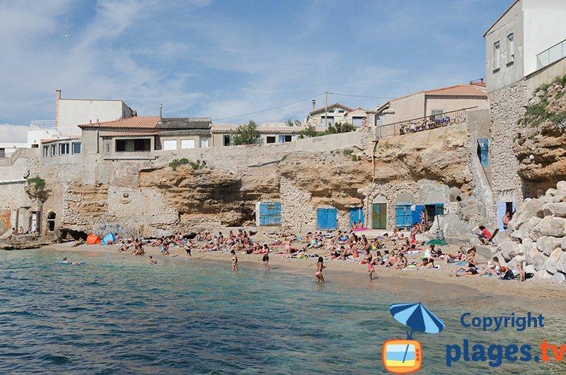 Colombet à Marseille avec sa plage et ses cabanons