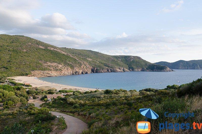La plage d'Arone à proximité de Piana en Corse