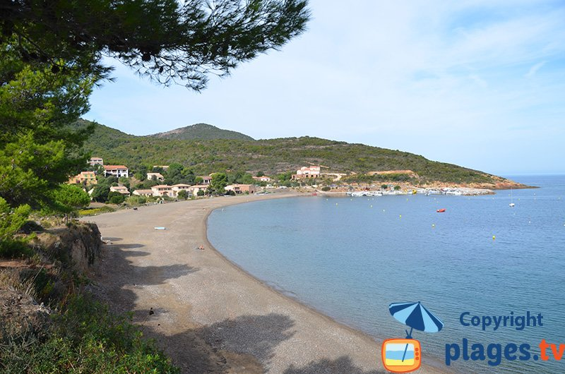 Plage dans le golfe de Galeria en Corse