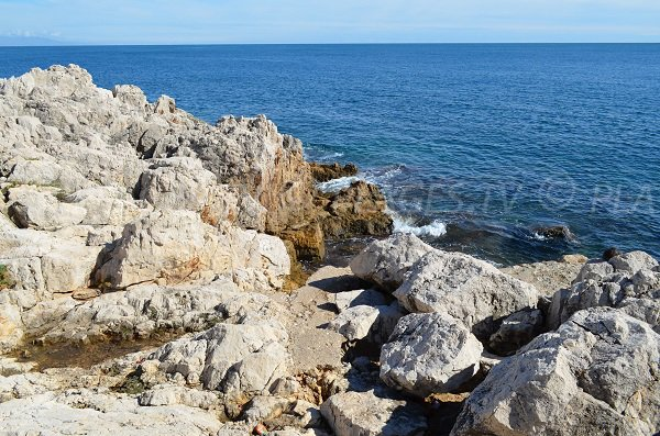 Creek in Cap d'Antibes with rocks