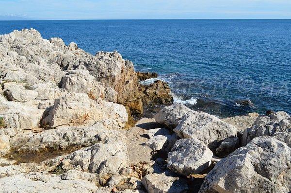 Creek in Cap d'Antibes with rocks