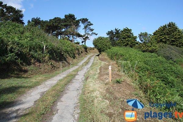 Chemin d'accès à la plage de Bezinog à Plouguerneau