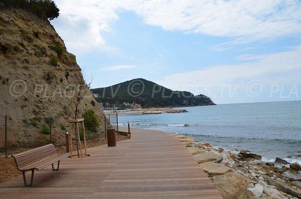 Sentier pour la plage du Bramaraou St Cyr sur Mer