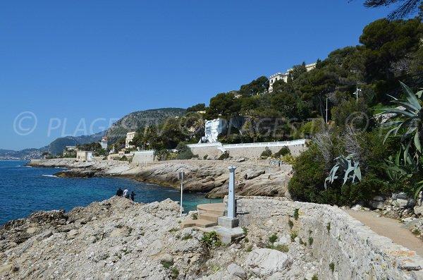 Sentier du littoral à proximité des plages du Cap d'Ail