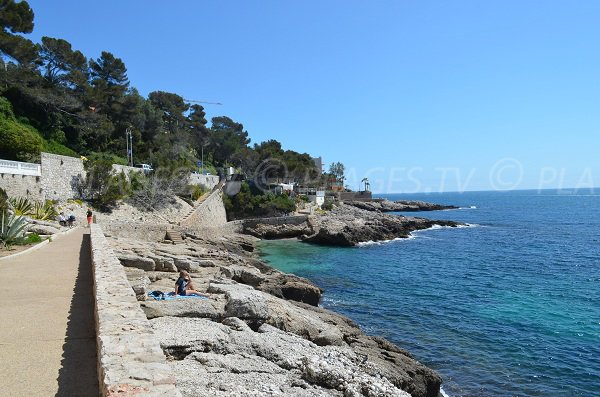 Rocks and creeks in Cap d'Ail