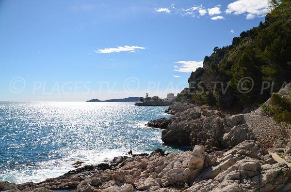 Rochers entre la plage de St Laurent d'Eze et le Cap Estel