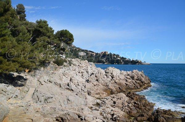 Rochers autour de la plage de St Laurent d'Eze