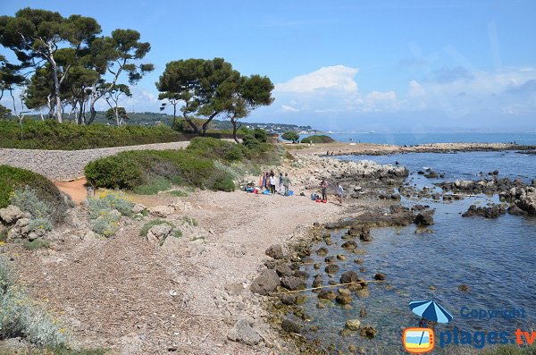 Gravels beach in Cap d'Antibes - Cap Gros