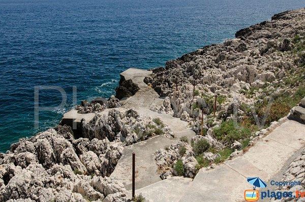 Swimming on the coastal path near the old quarry - Saint Jean Cap Ferrat