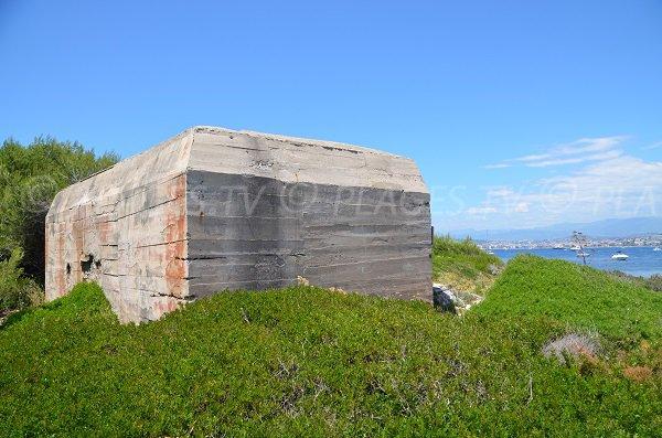 Bunker sur la pointe de la Convention aux Iles de Lérins