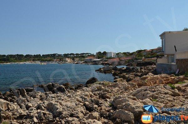 Rocks to access Gardiole beach