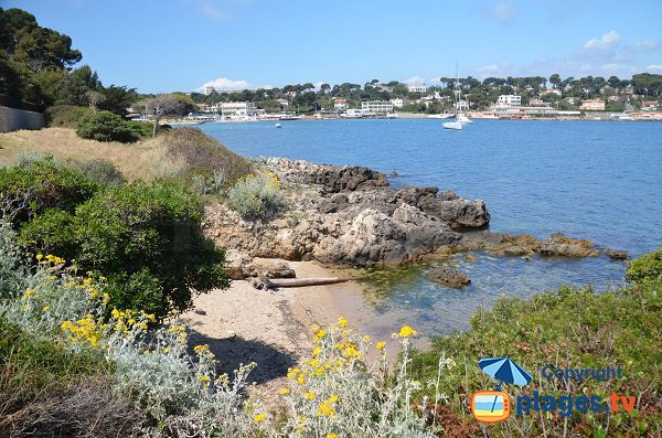 Sand cove near Garoupe beach - Cap d'Antibes
