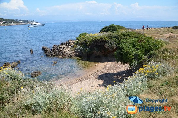 Photo of Garoupe cove in Cap d'Antibes in France