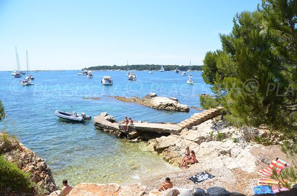 Cove with a pontoon on the islands of Lérins - Ste Marguerite
