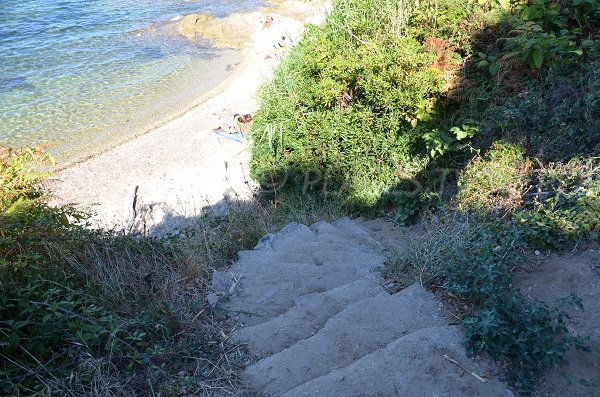 Access to the Graniers creek in St Tropez