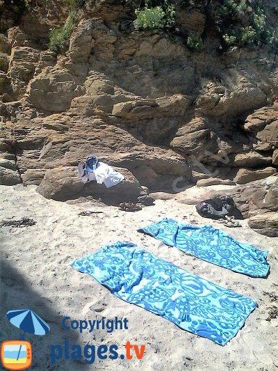 Crique confidentielle à proximité de la plage des Grands Sables - Groix