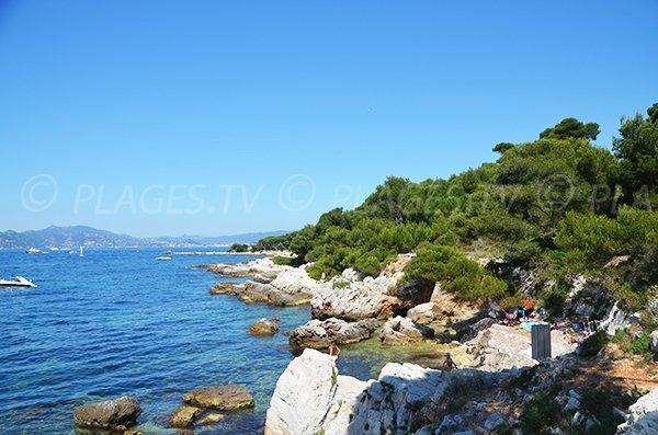 Rocky coast of the Sainte Marguerite island - Lerins