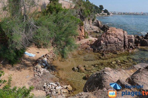 spiaggetta di sabbia a Vallauris Golfe Juan