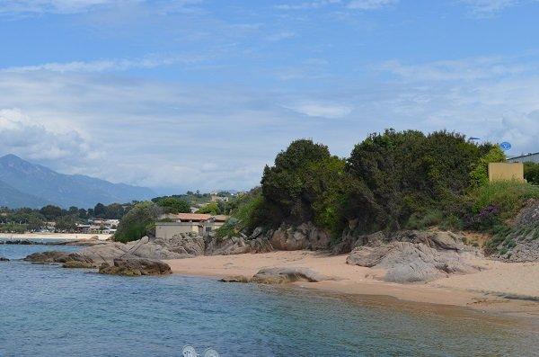 Crique à proximité de la plage de la Viva à Porticcio