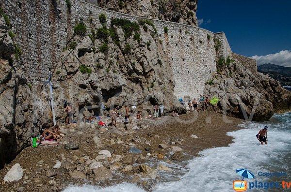 Spiaggia molto intima vicina alla Rocca e al palazzo del principato