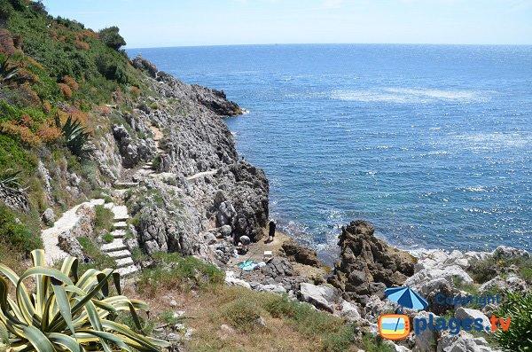 Chemins pour accéder aux criques du Phare - Cap Ferrat