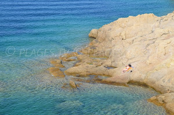 Rochers sur la presqu'ile de Pietra - Corse