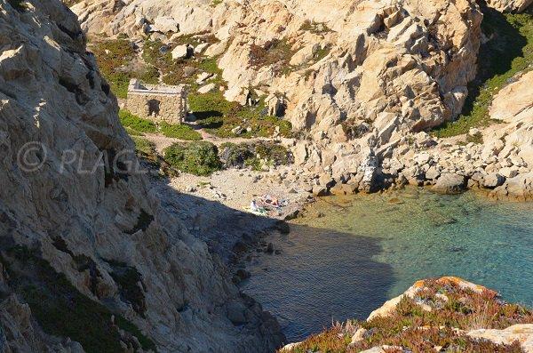 Crique secrète à l'Ile Rousse - presqu'ile de la Pietra