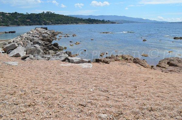 Spiaggia del Porto del domaine de la Pointe di Porticcio