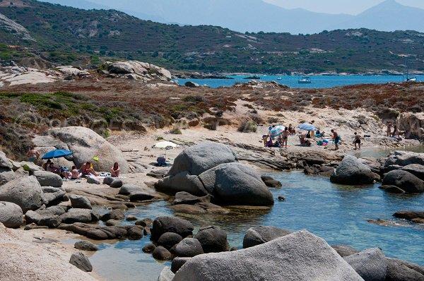 Plage en Corse dans un décor breton