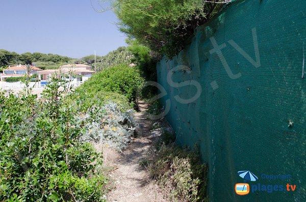 Sentier d'accès à la crique de Roc Amour de Sanary