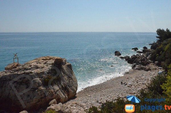 Photo de la crique à côté de la plage du Golfe Bleu à Roquebrune Cap Martin