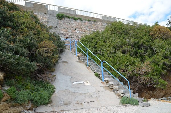 Access to the Saint Clair creek in Lavandou
