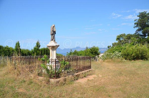 Statue sur l'île de St Honorat