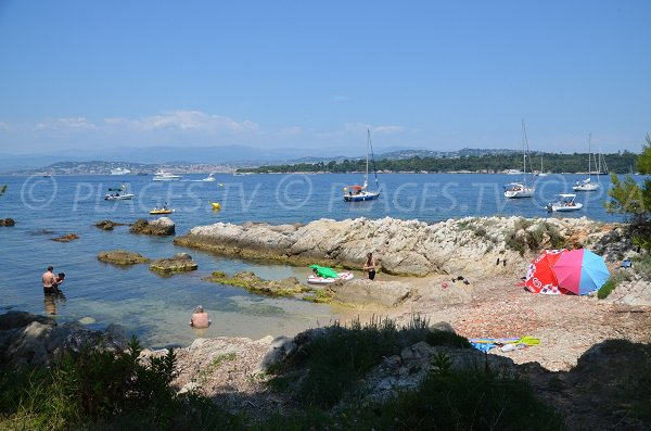 Photo de la crique de Saint Sauveur sur l'île de Saint-Honorat - Cannes