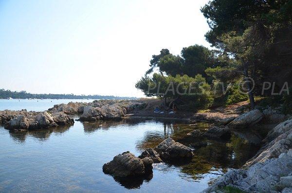 Cove in Saint Honorat island near restaurant