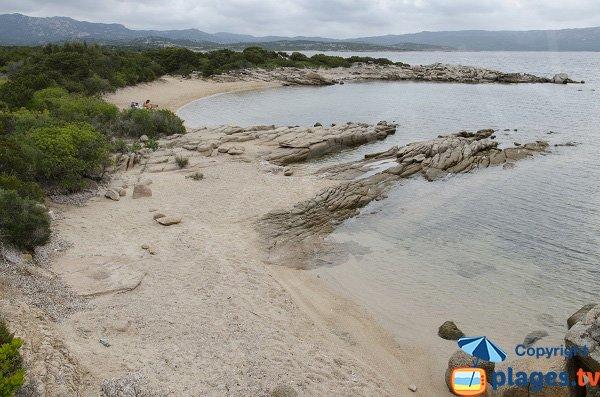 Crique de Ventilegne avec vue sur le littoral de Bonifacio