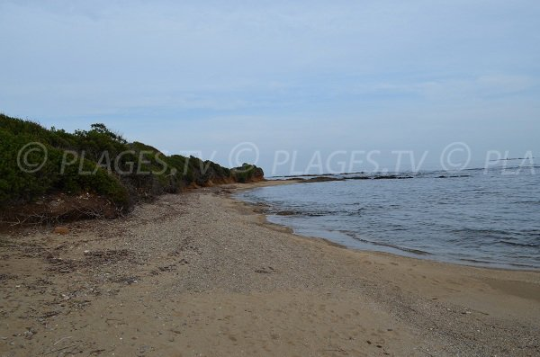 Plage de sable sur l'extrémité de la pointe des Sardinaux