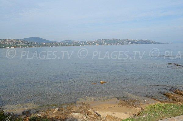 Crique de la pointe des Sardinaux face à la plage de la Nartelle