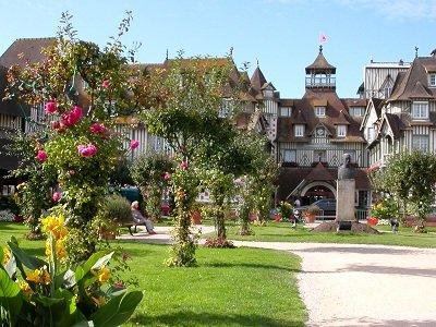 Jardin à Deauville devant un palace