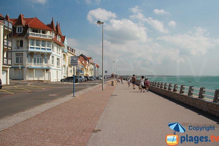 Seawall promenade in Ambleteuse