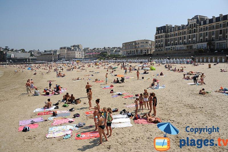 Dinard : sa plage et ses belles demeures de la Belle Epoque