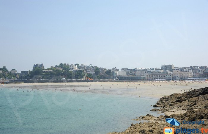 View of the Ecluse Beach from the coastal footpath - Dinard