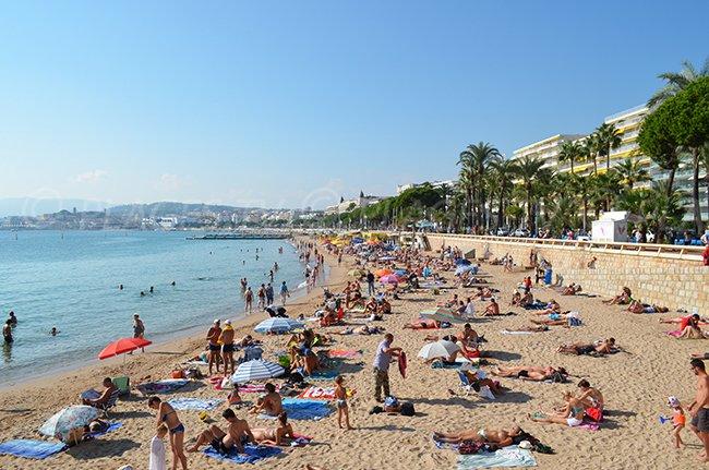 Extrémité de la plage de la Croisette à Cannes