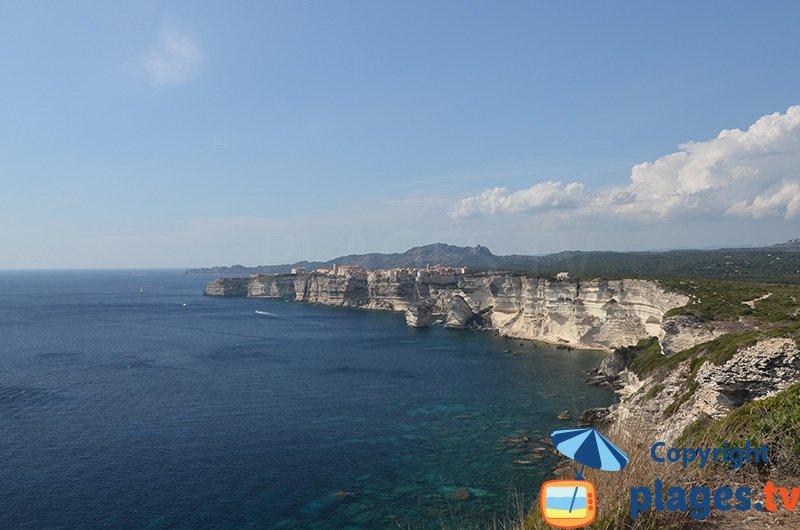 Falaises de Bonifacio avec la ville haute - sud de la Corse