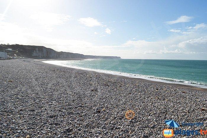 Fécamp et sa plage avec les falaises